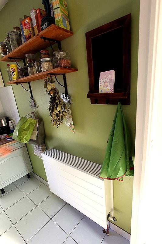 radiateur cuisine chauffage central latest radiateur de chauffage central avec fixation. Black Bedroom Furniture Sets. Home Design Ideas